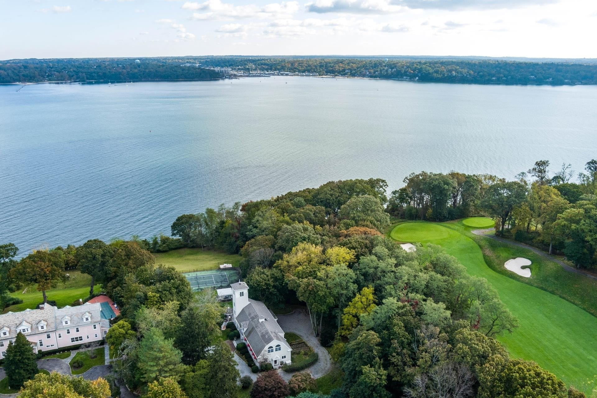 37. Single Family Homes for Sale at Sands Point, NY 11050