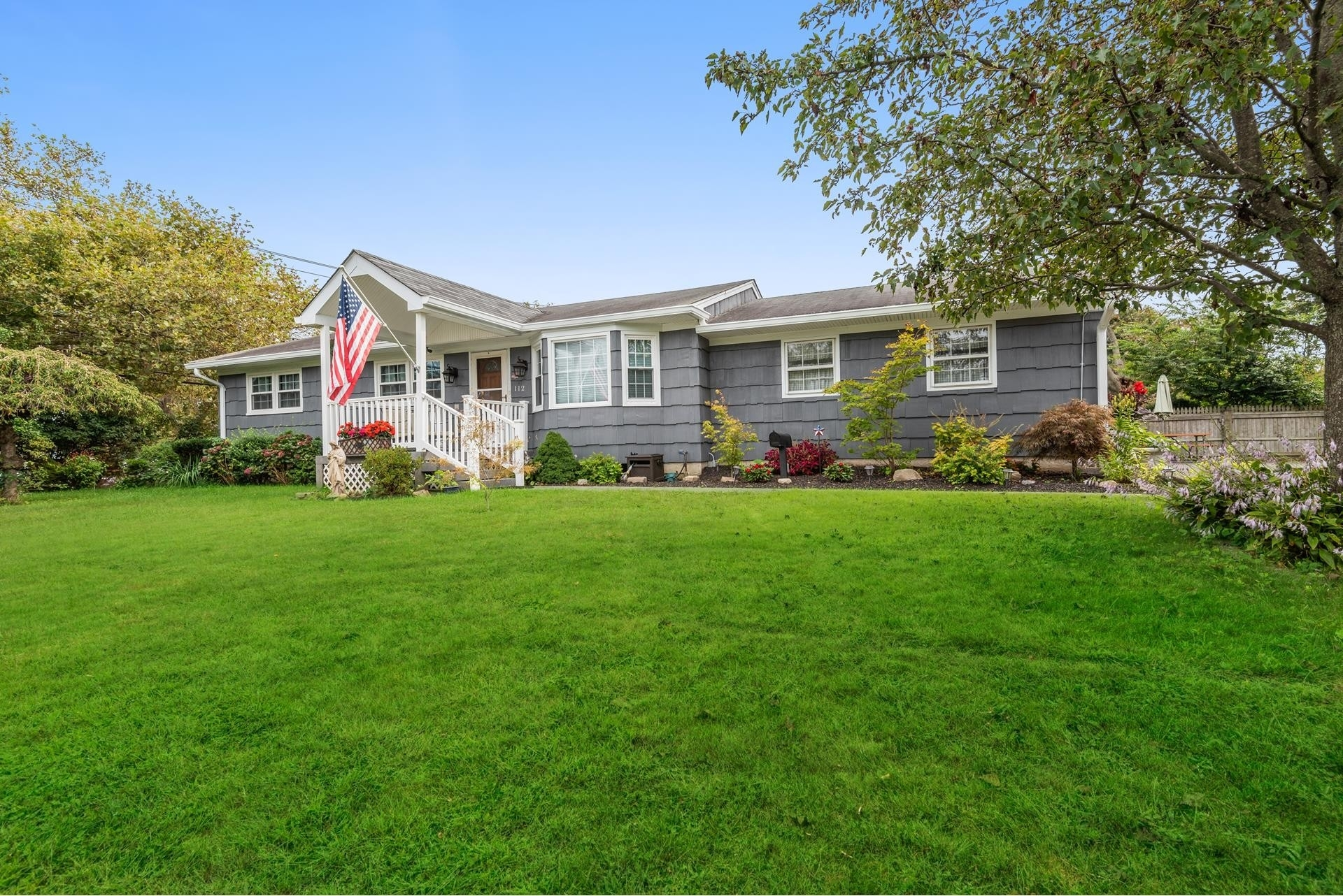 Single Family Home for Sale at West Islip, NY 11795