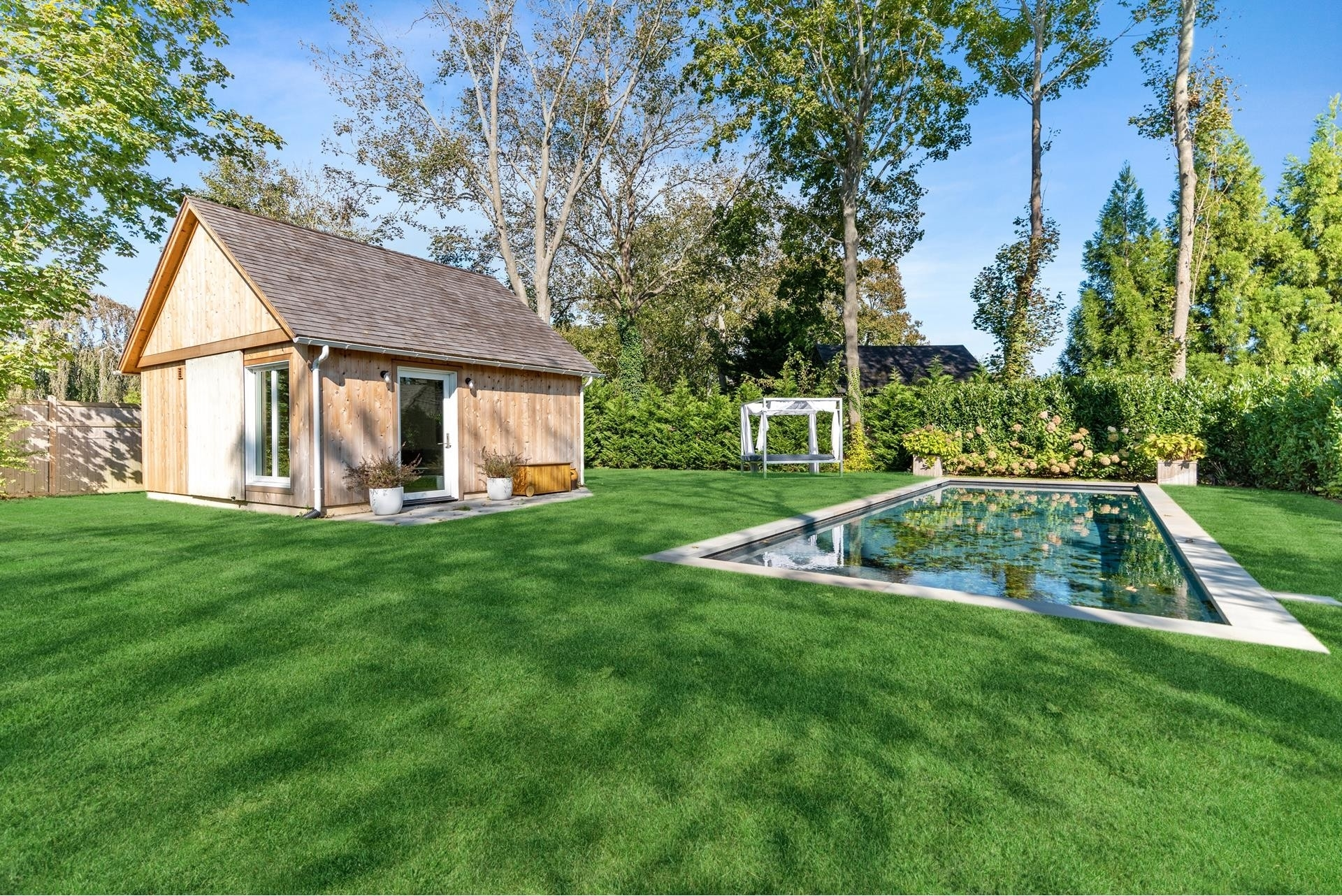 4. Single Family Homes for Sale at Bridgehampton, NY 11963