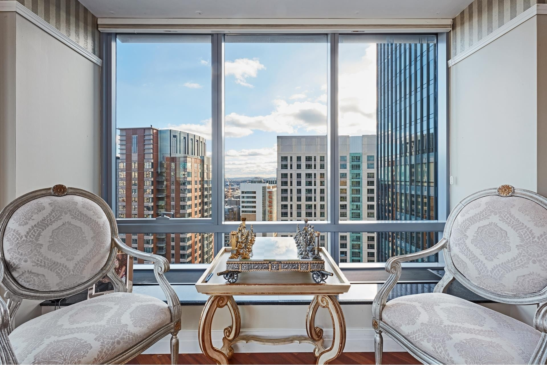 5. Condominiums for Sale at 2 Avery Street , 26H Midtown, Boston, MA 02111