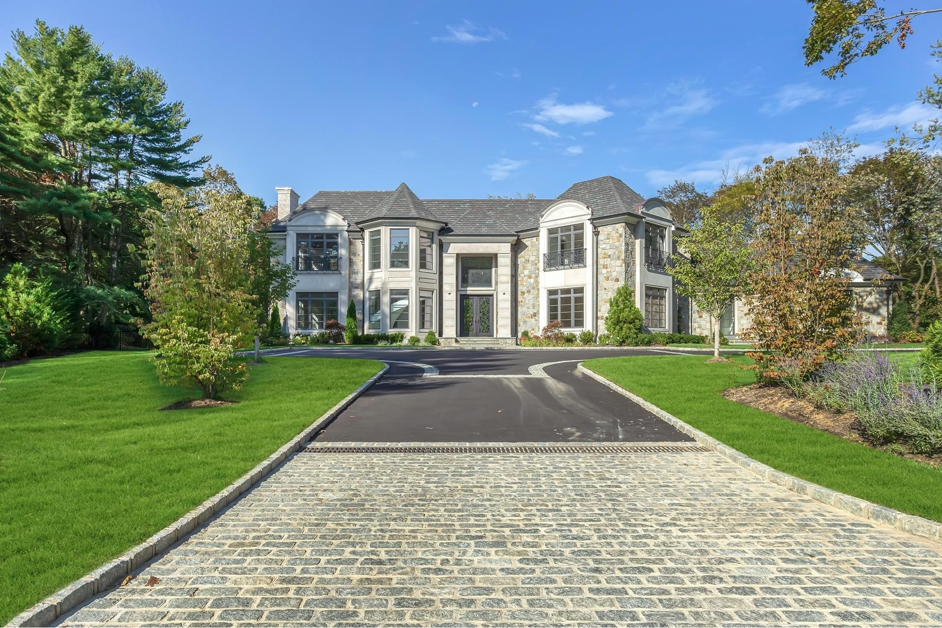 Single Family Home for Sale at Old Westbury, NY 11568