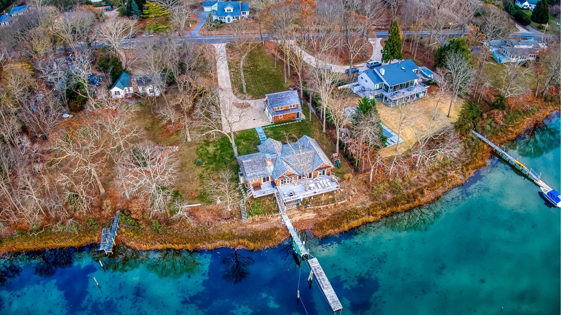 33. Single Family Homes for Sale at Shelter Island, NY 11964