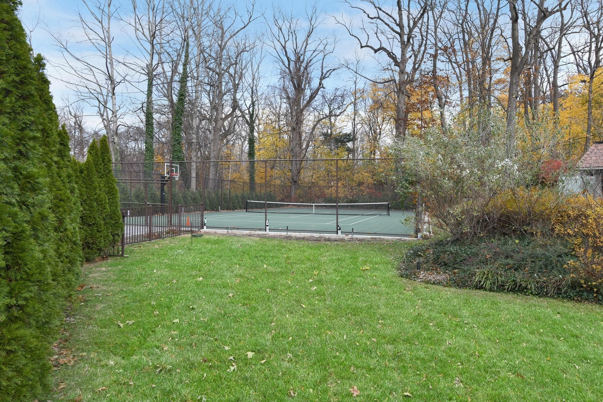 32. Single Family Homes for Sale at Sands Point, NY 11050