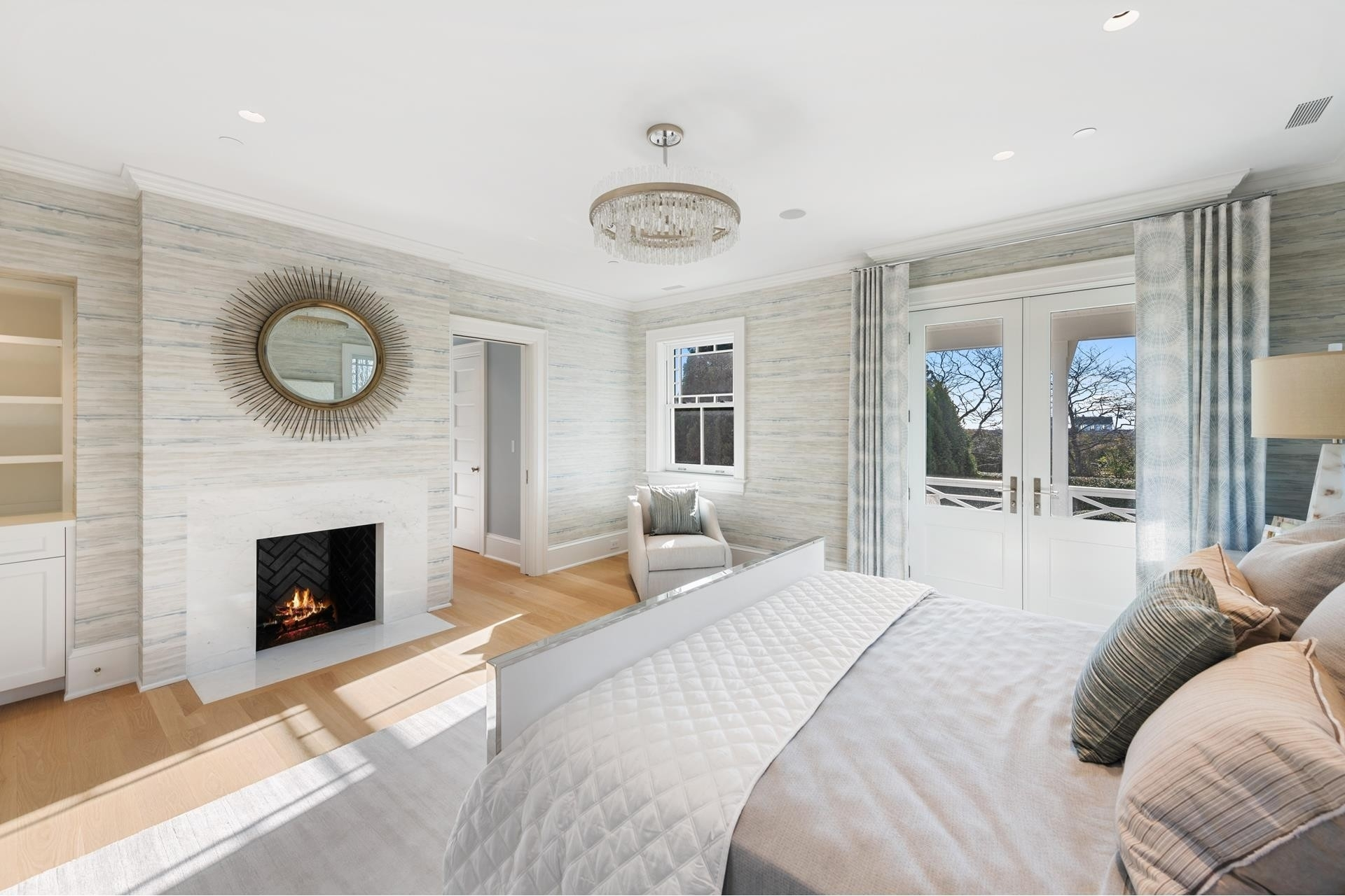 24. Single Family Homes for Sale at Southampton Village, Southampton, NY 11968