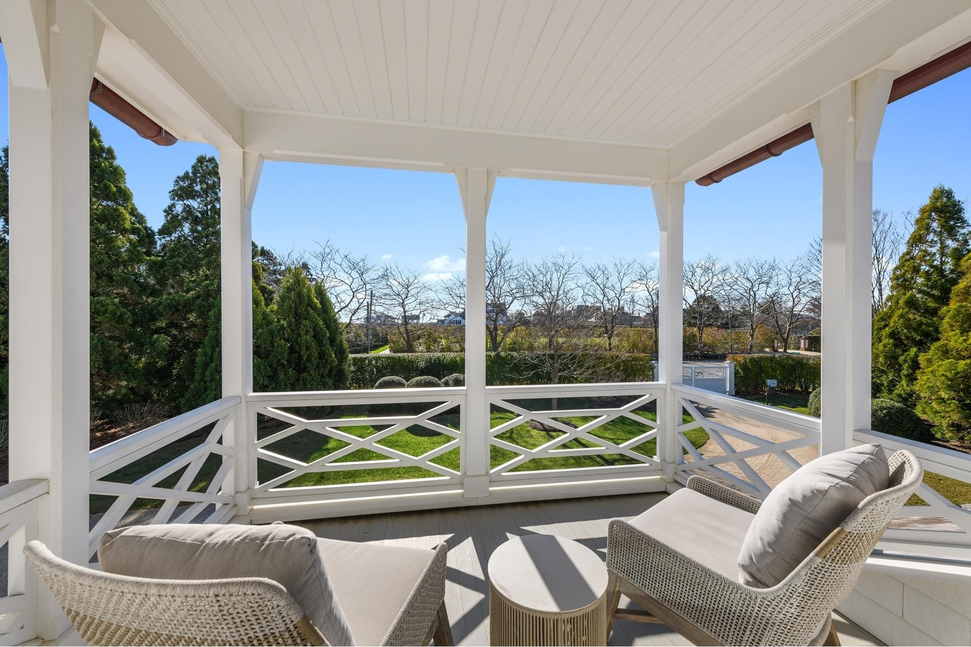 25. Single Family Homes for Sale at Southampton Village, Southampton, NY 11968