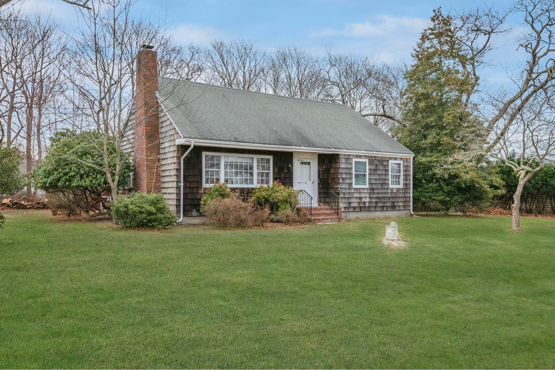 Property en East Moriches, NY 11940