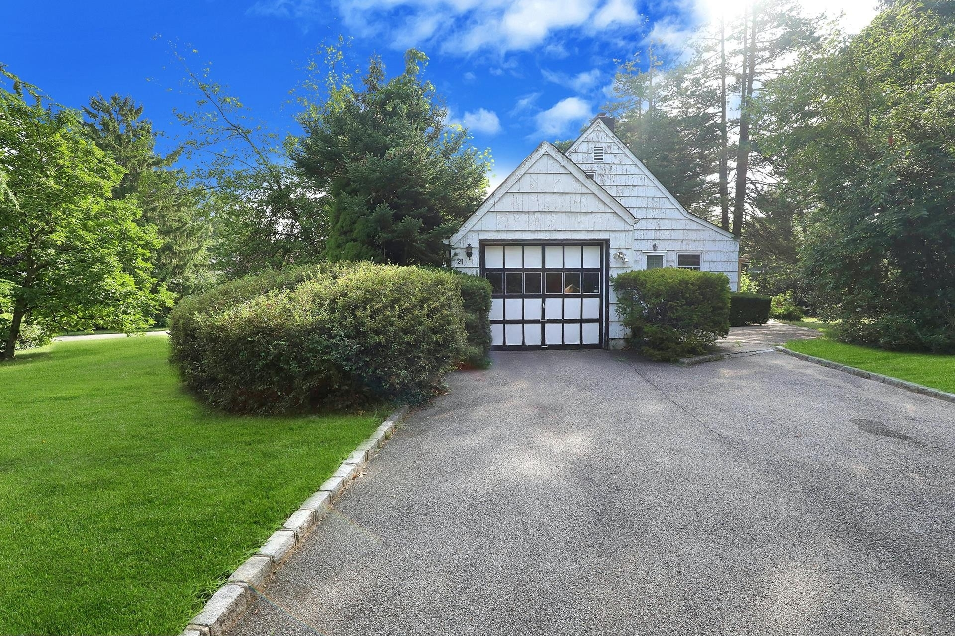 24. Land for Sale at East Hills, NY 11577