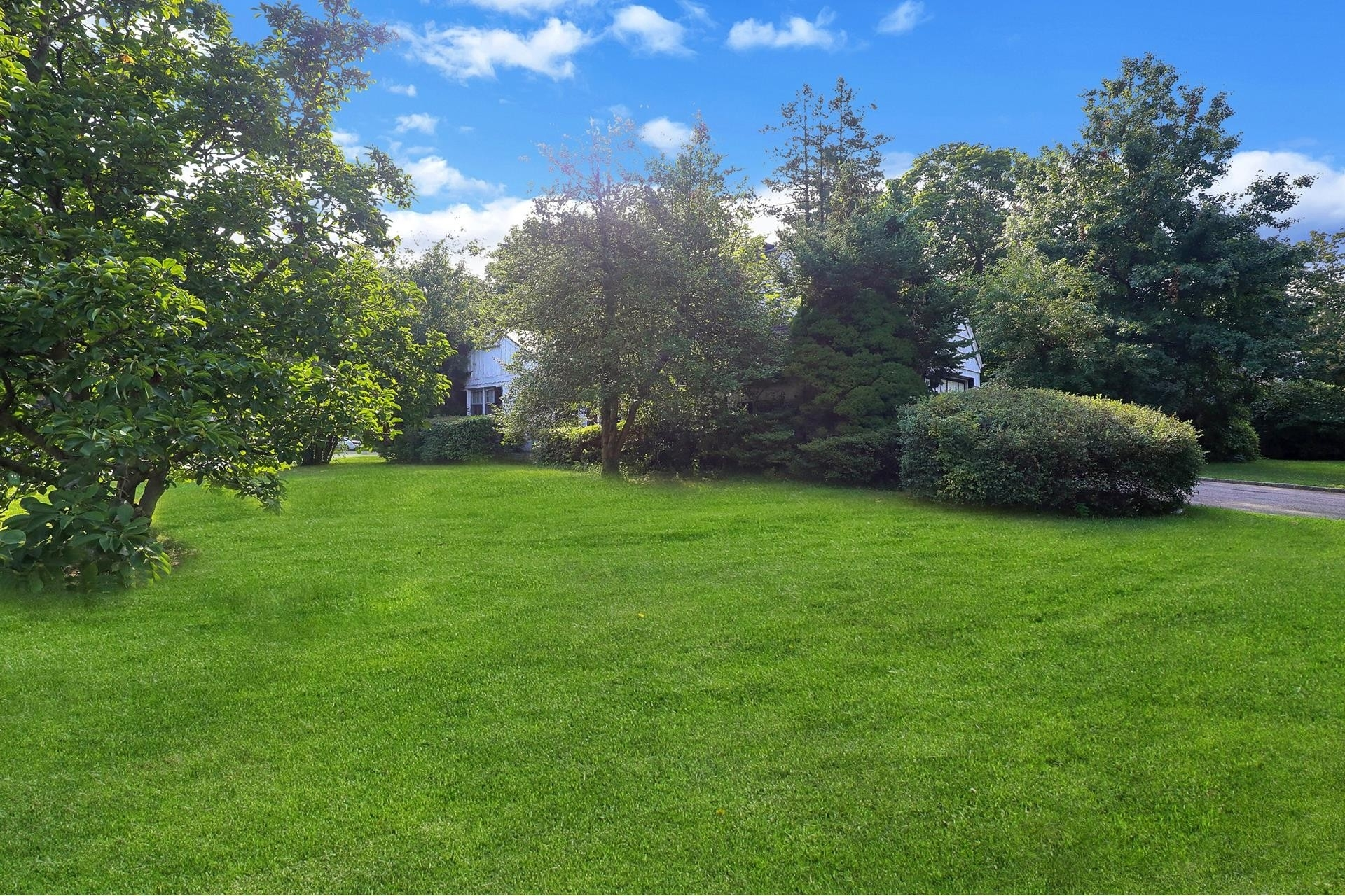 30. Land for Sale at East Hills, NY 11577