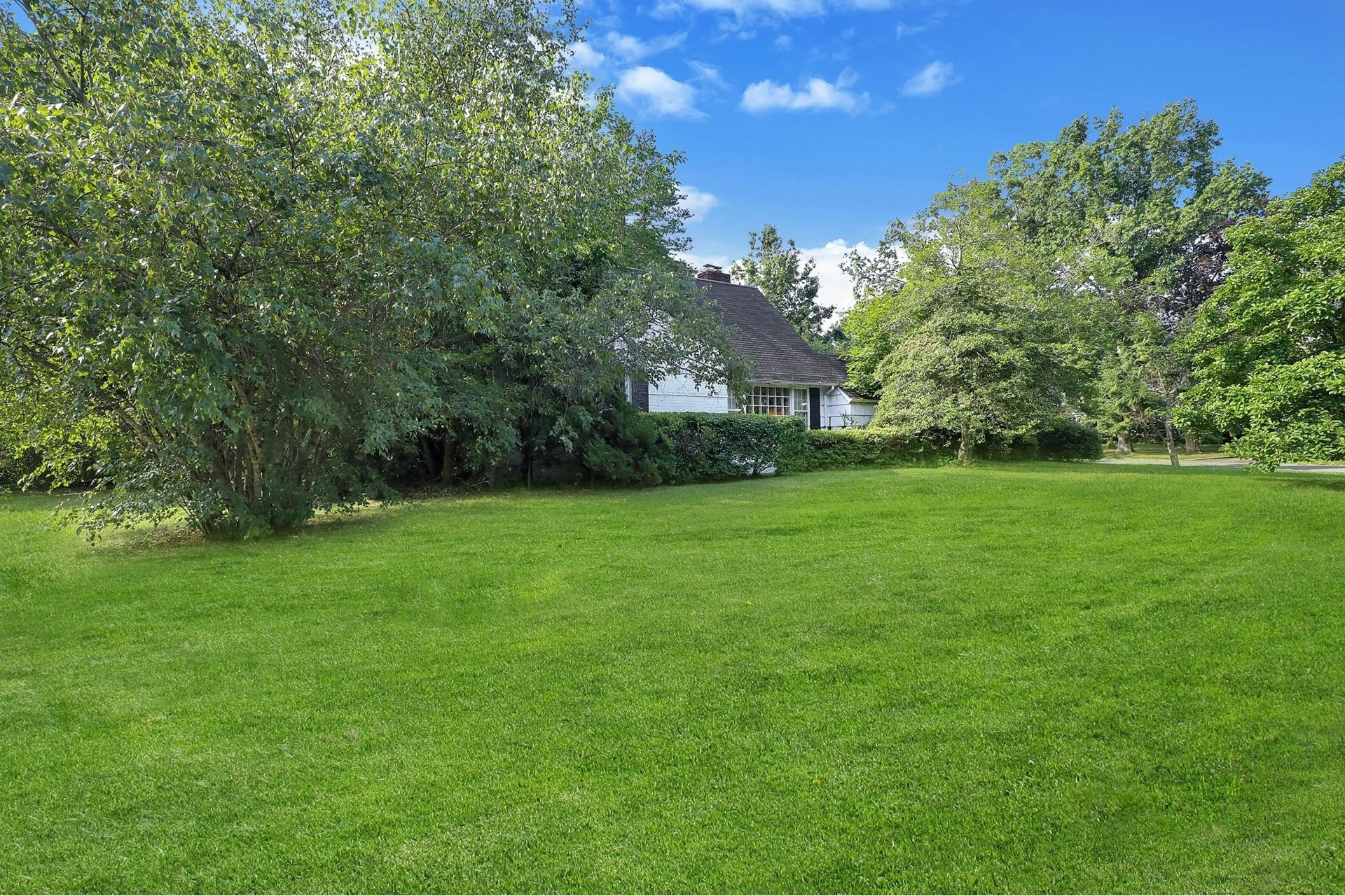 1. Land for Sale at East Hills, NY 11577
