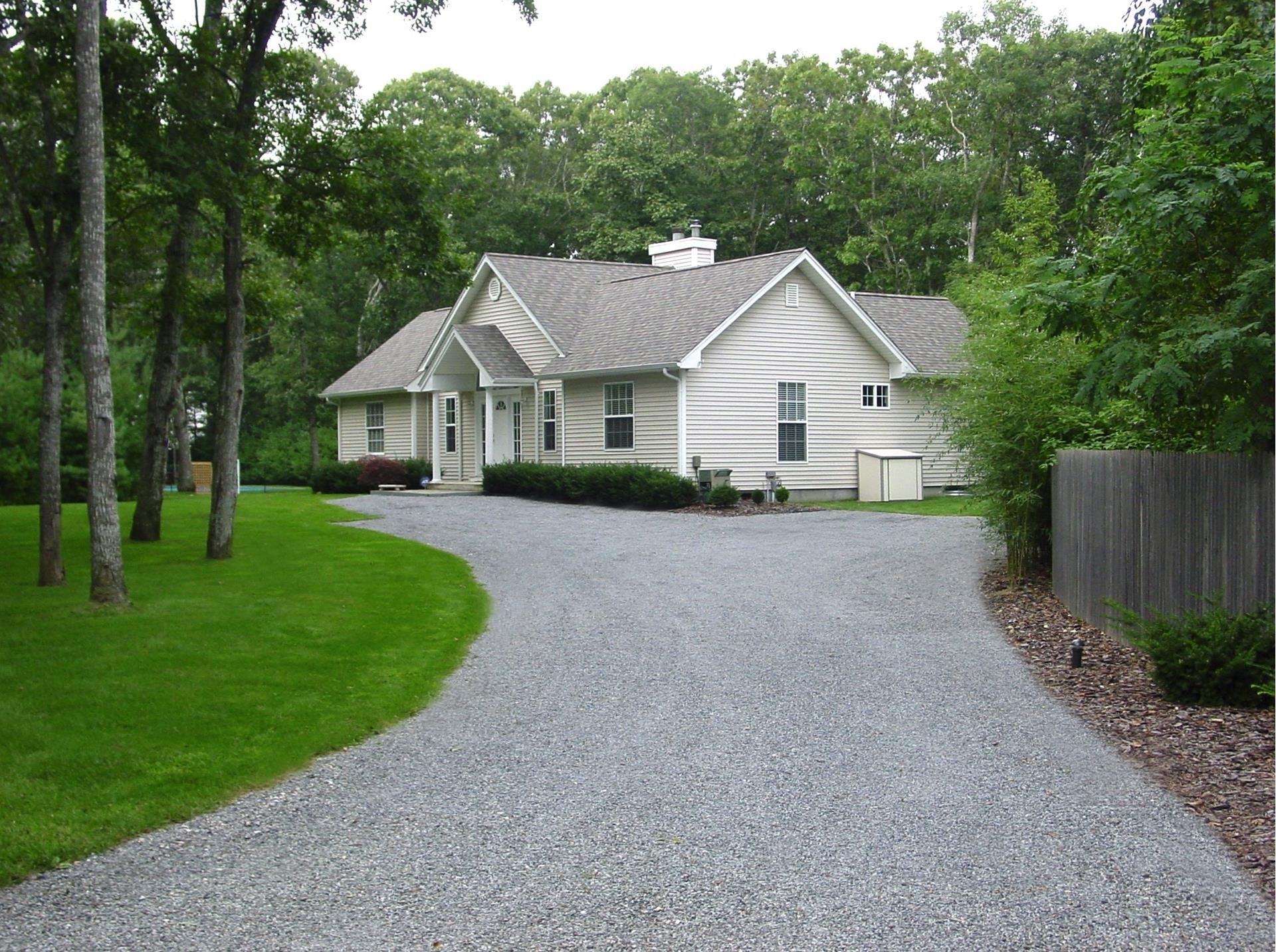 Property в East Quogue, NY 11942