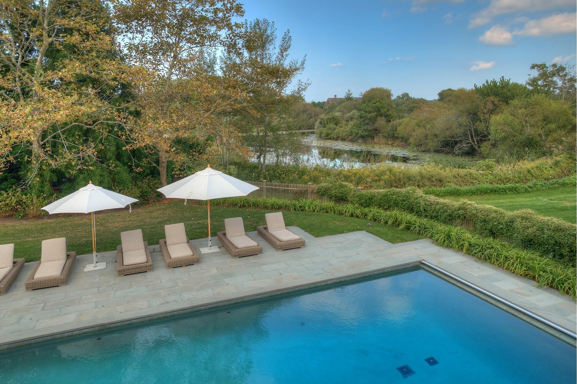 35. Single Family Homes for Sale at Sagaponack Village, NY 11963