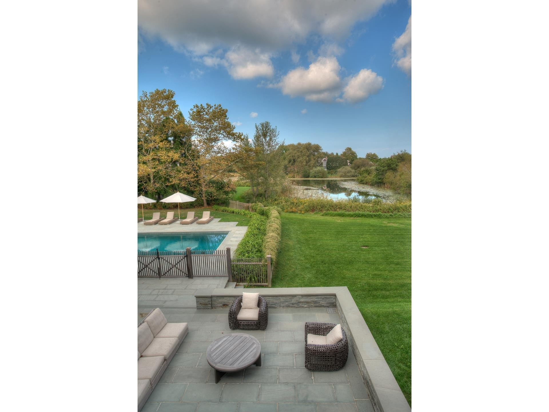 36. Single Family Homes for Sale at Sagaponack Village, NY 11963