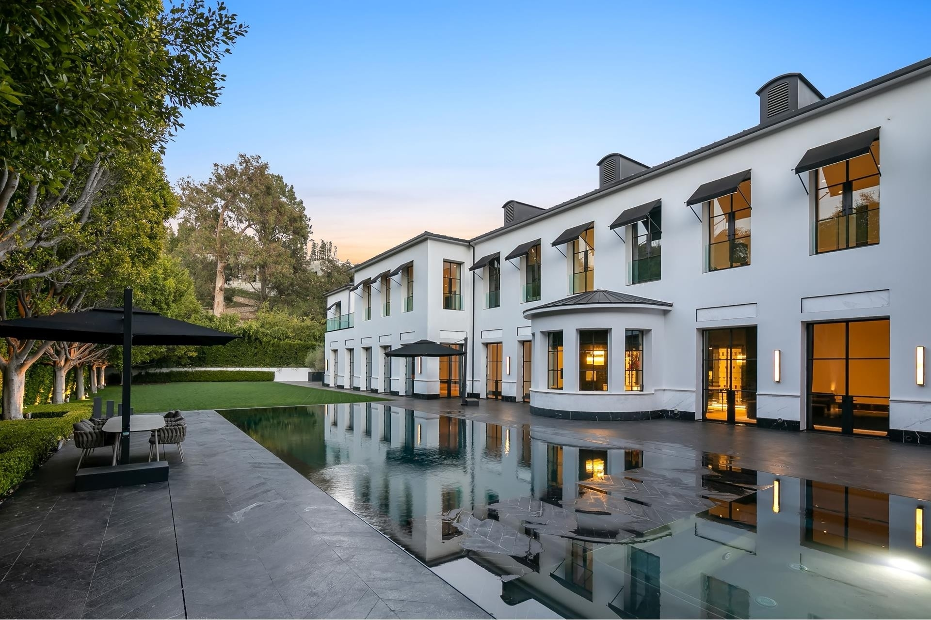 28. Single Family Homes for Sale at Bel Air, Los Angeles, CA 90077