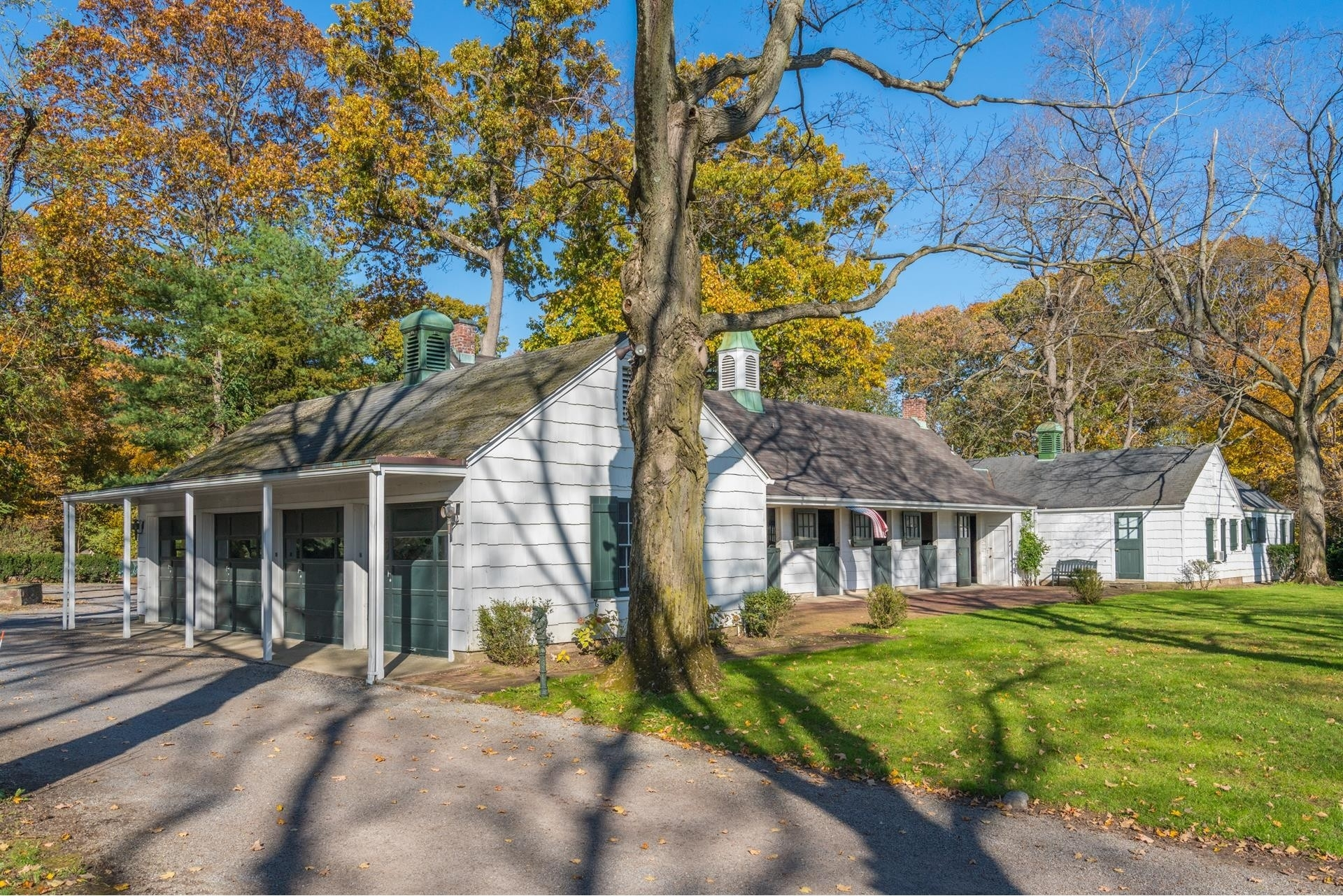 34. Single Family Homes for Sale at Lattingtown, Locust Valley, NY 11560