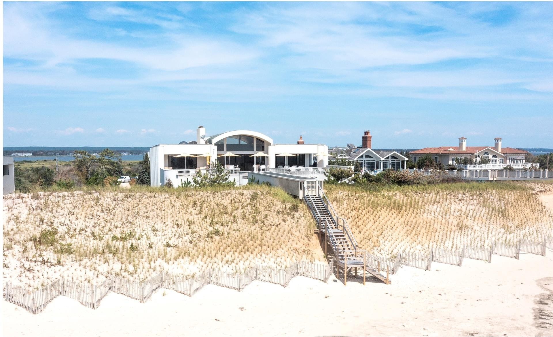 3. Single Family Homes por un Venta en Quogue Village, NY 11978