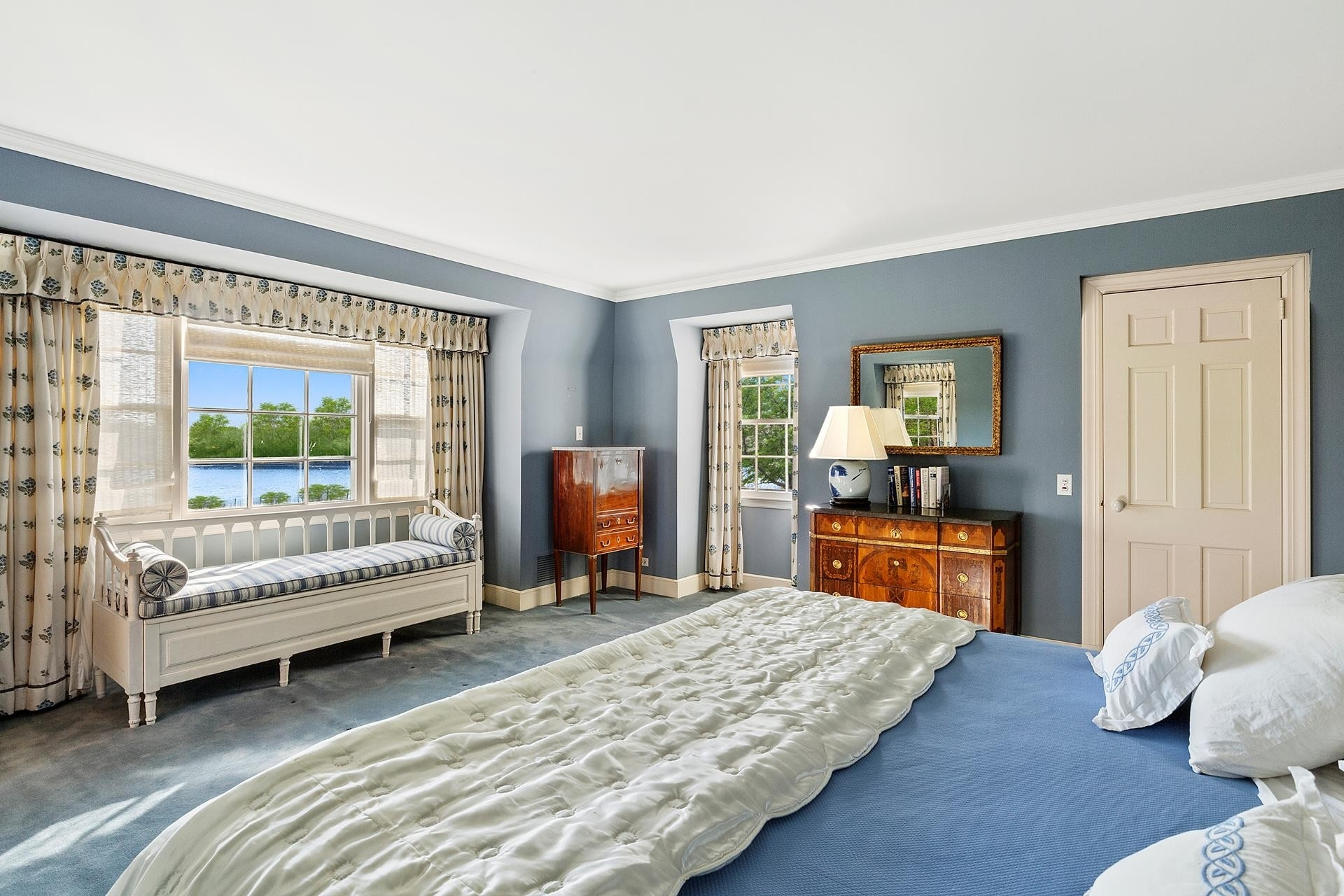 20. Single Family Homes for Sale at Southampton Village, Southampton, NY 11968