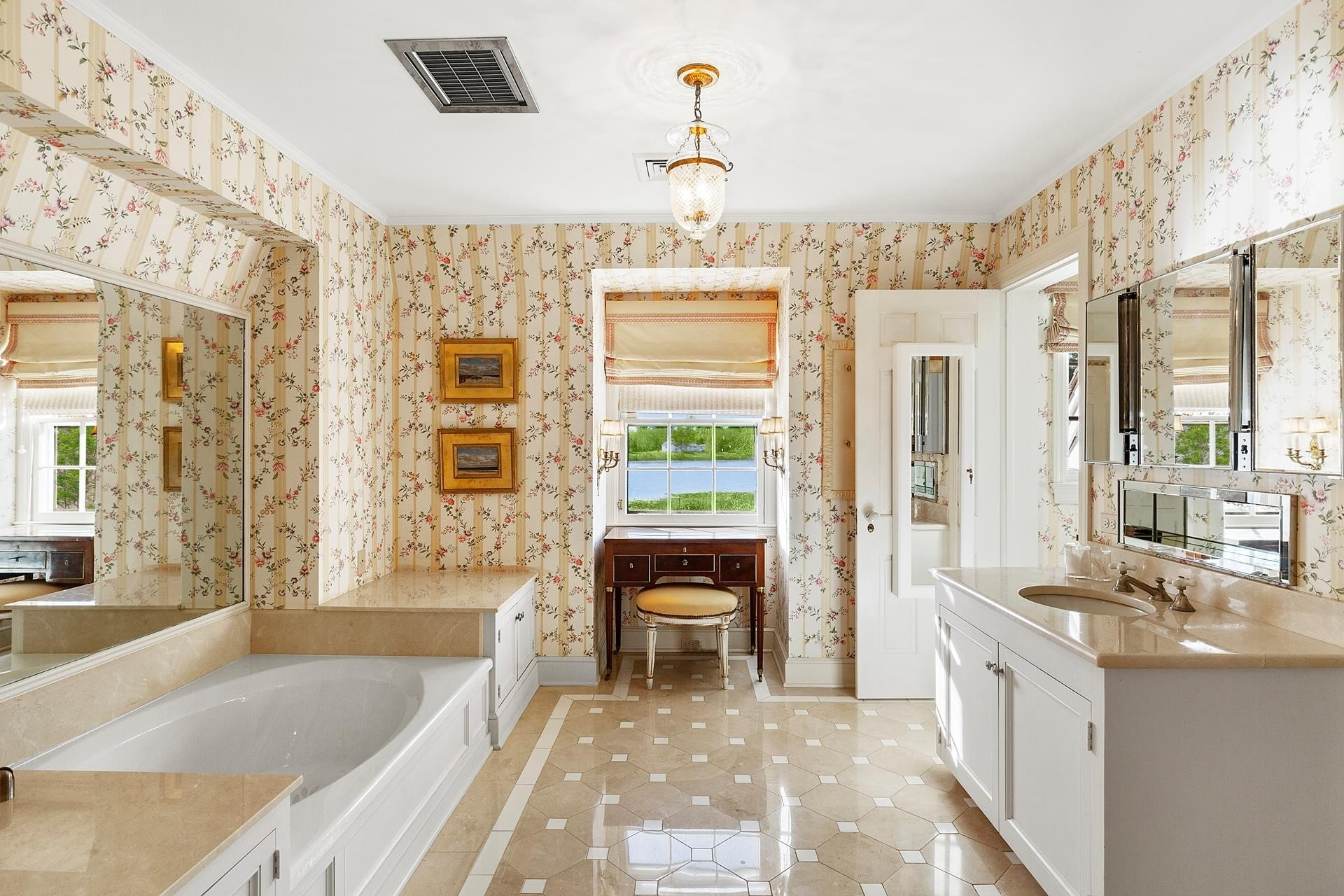 55. Single Family Homes for Sale at Southampton Village, Southampton, NY 11968