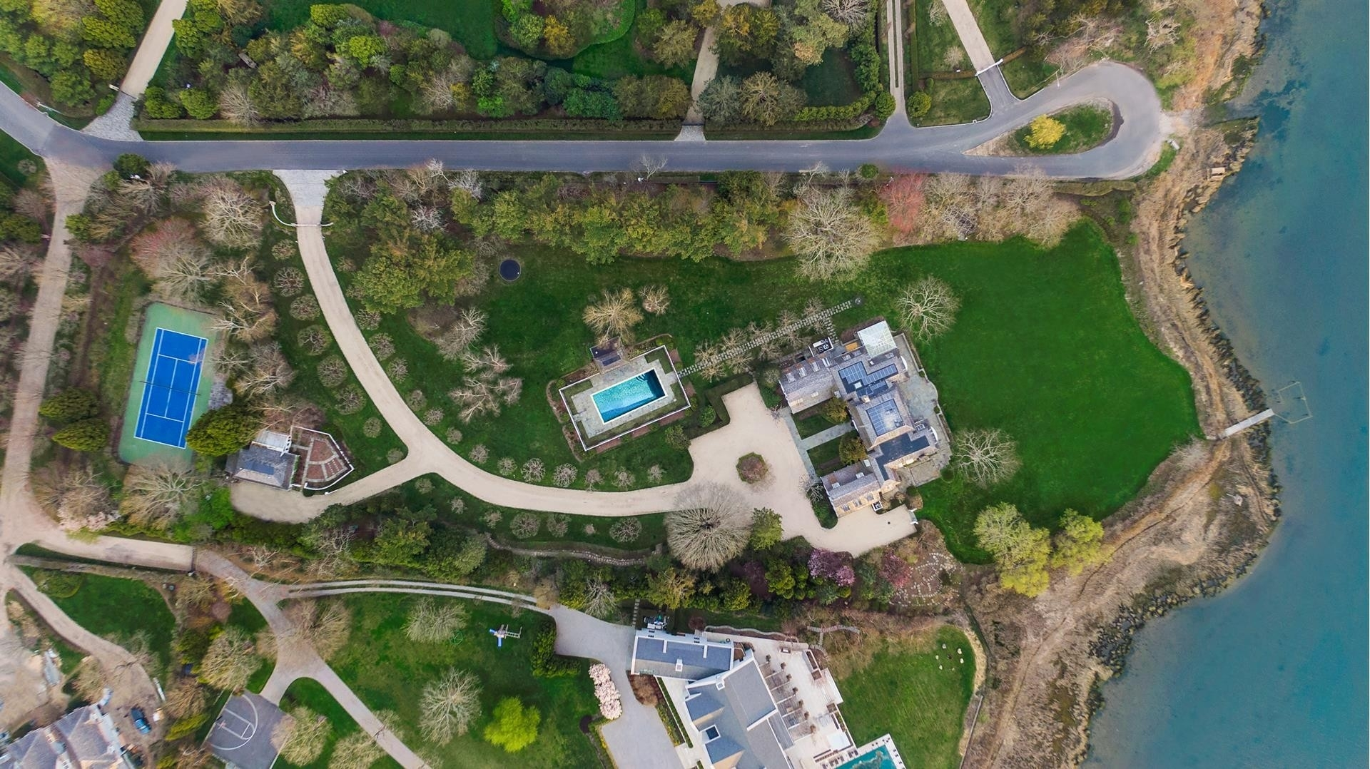 30. Single Family Homes for Sale at Southampton Village, Southampton, NY 11968