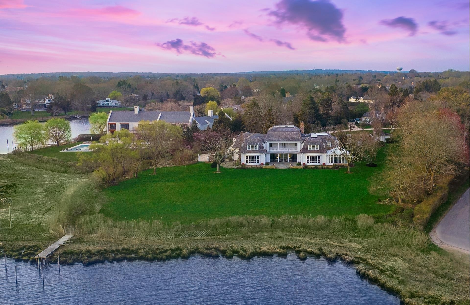 28. Single Family Homes for Sale at Southampton Village, Southampton, NY 11968