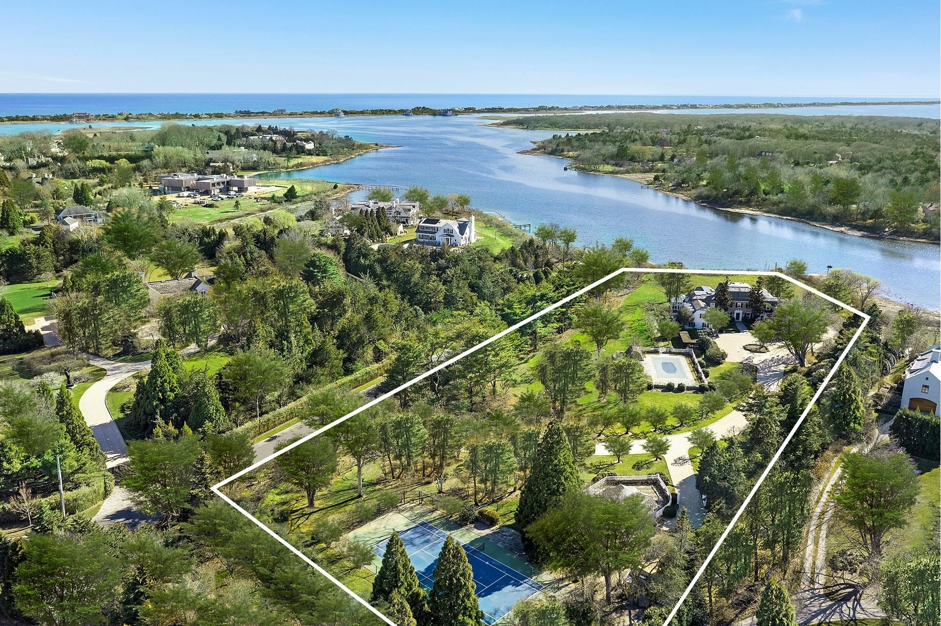 62. Single Family Homes for Sale at Southampton Village, Southampton, NY 11968