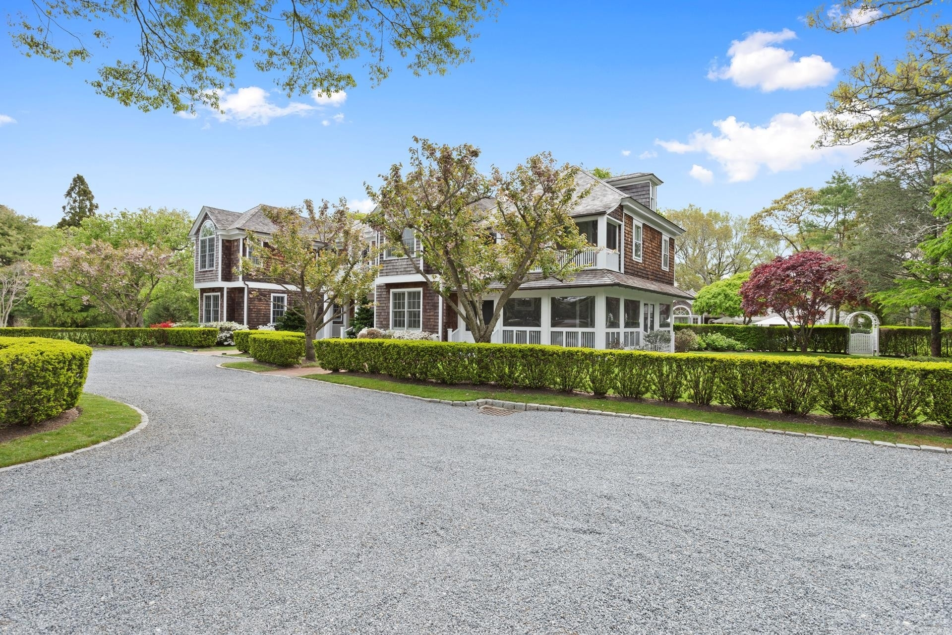 33. Single Family Homes for Sale at Quogue Village, NY 11959