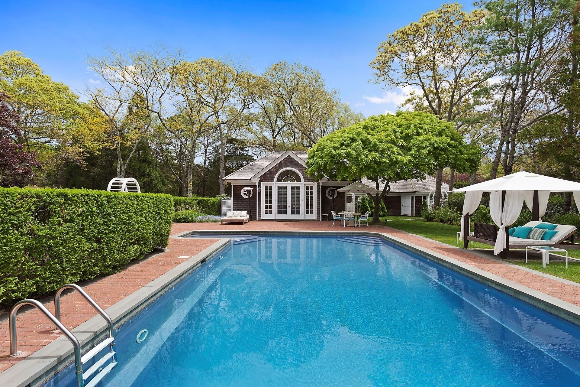 4. Single Family Homes for Sale at Quogue Village, NY 11959