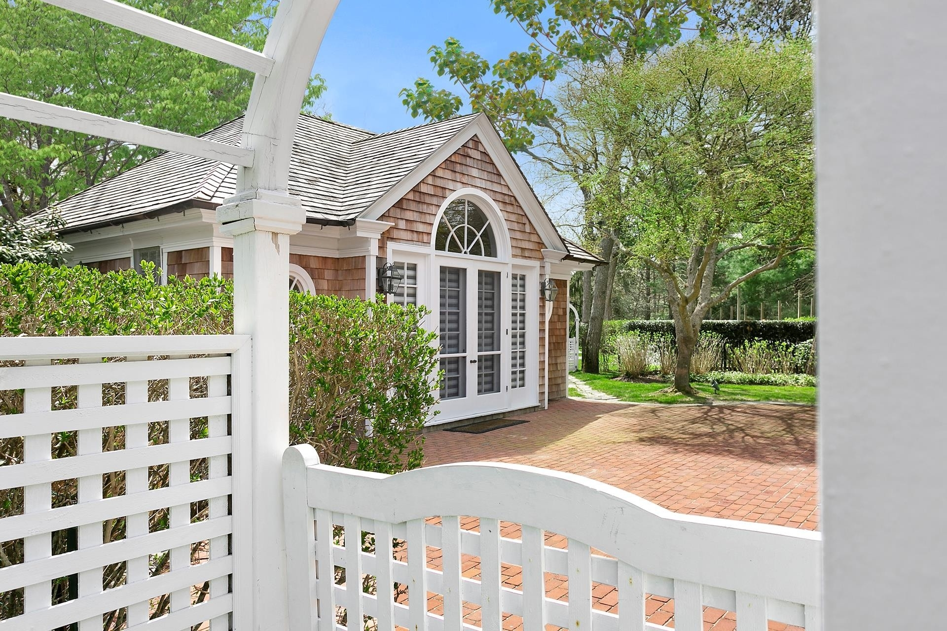 27. Single Family Homes for Sale at Quogue Village, NY 11959