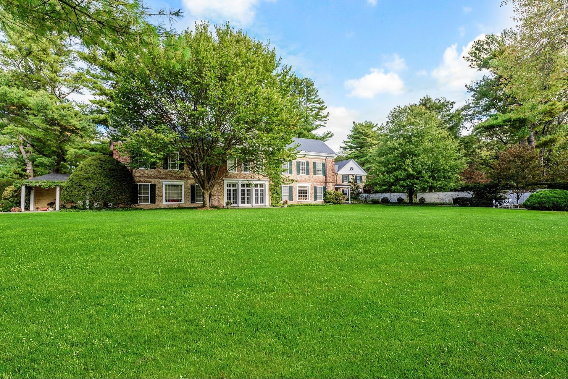 29. Single Family Homes for Sale at Oyster Bay Cove, NY 11771