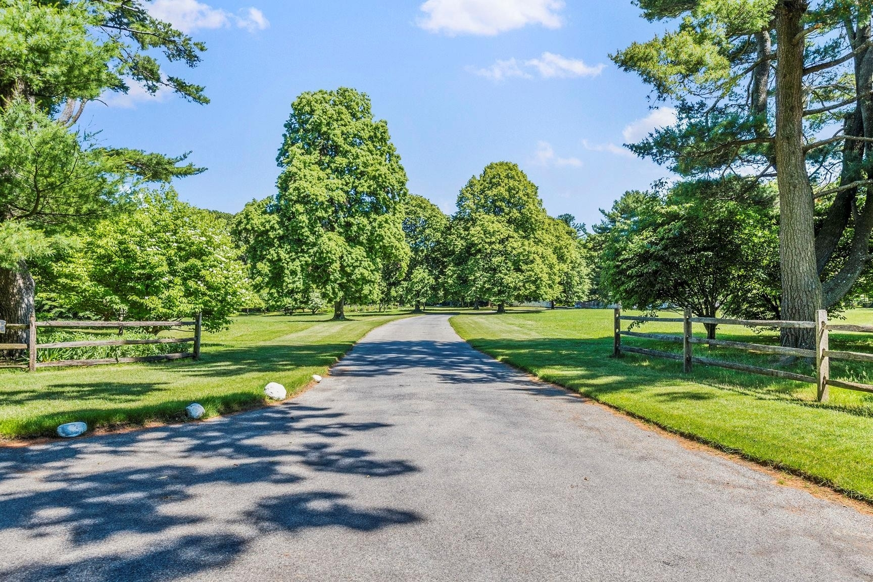 39. Single Family Homes for Sale at Oyster Bay Cove, NY 11771