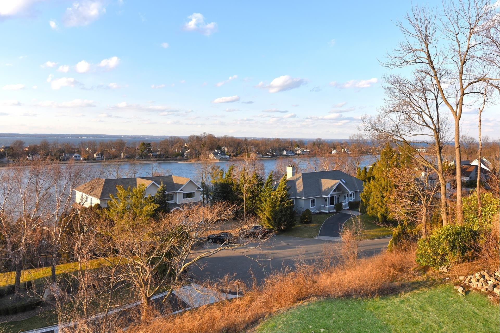 2. Single Family Homes por un Venta en Glen Cove, NY 11542