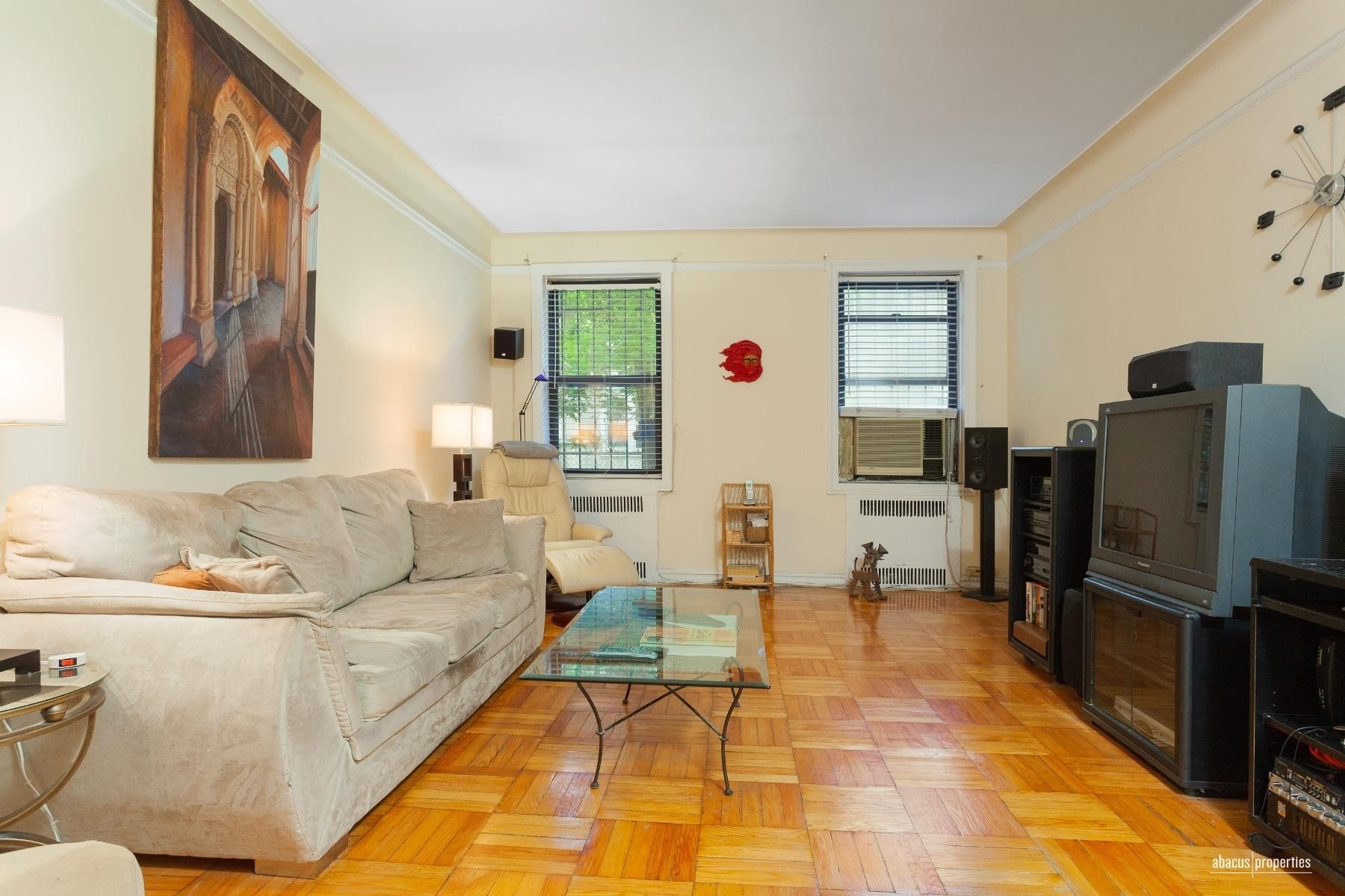Property à 300 Ocean Pkwy, 1J Kensington, Brooklyn, NY 11218