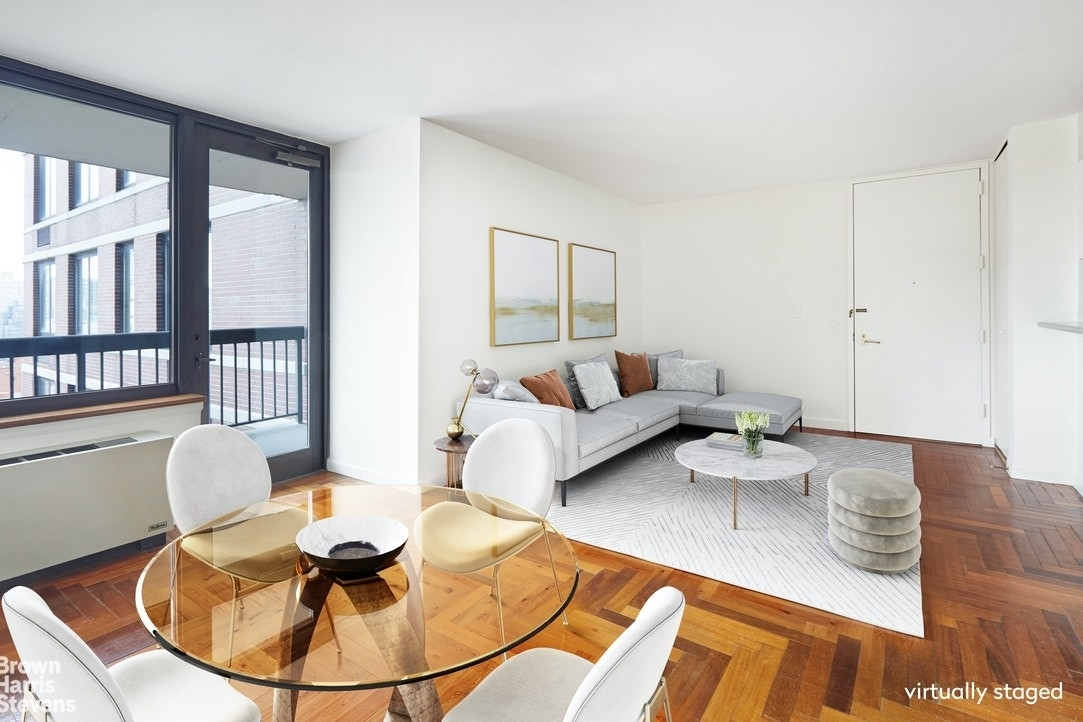 Property в OXFORD CONDO, 422 East 72nd St, 18F Lenox Hill, New York, NY 10021