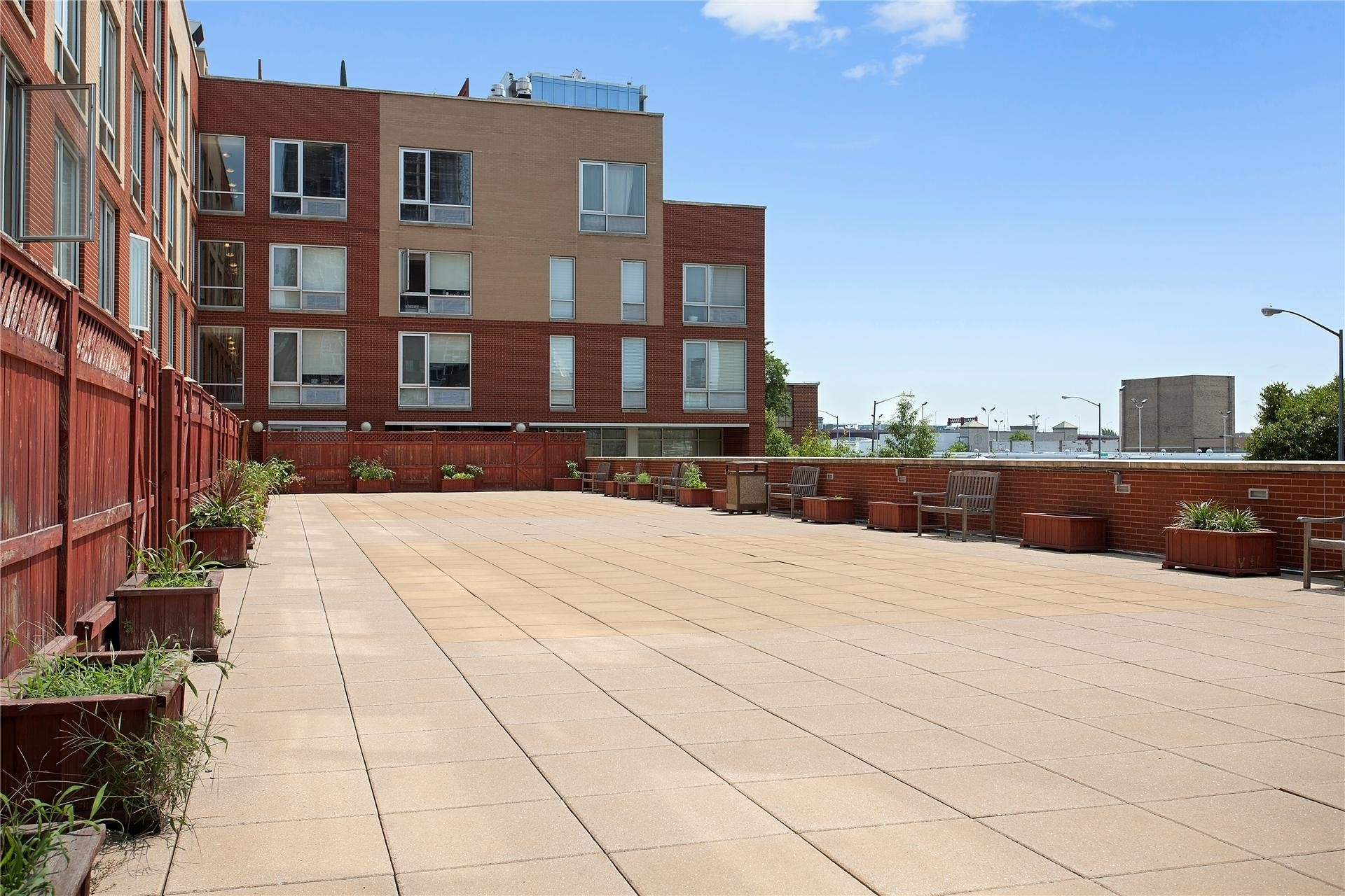 4. 建於2-40 51st Avenue, Hunters Point, Queens, NY