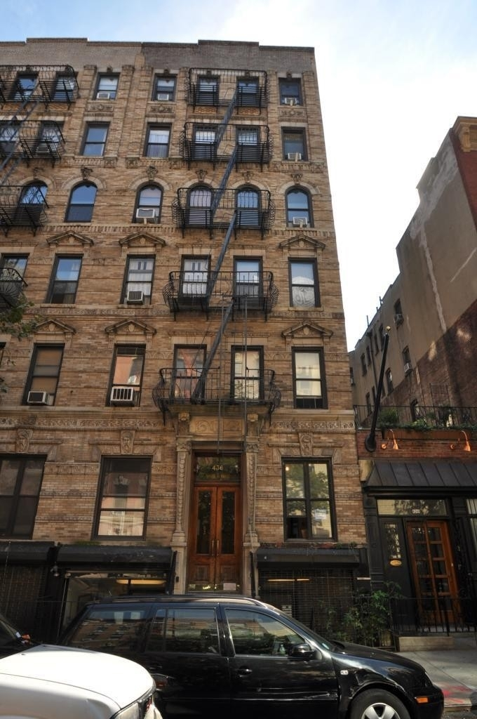 1. edificio en 436 East 75th St, Upper East Side, New York, NY