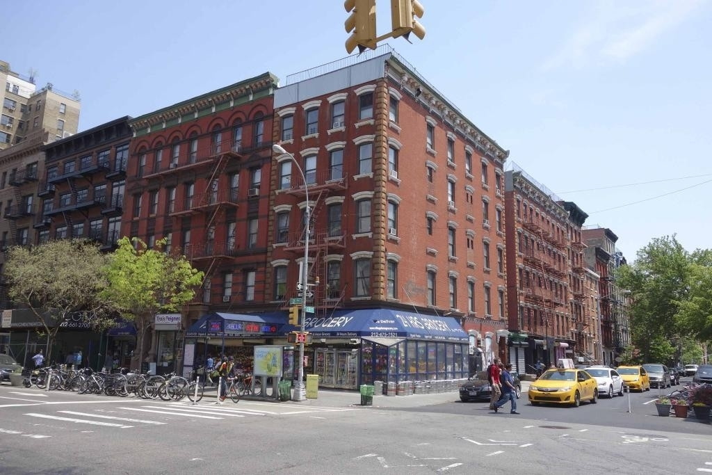 1. здание в 305 East 9th St, East Village, New York, NY