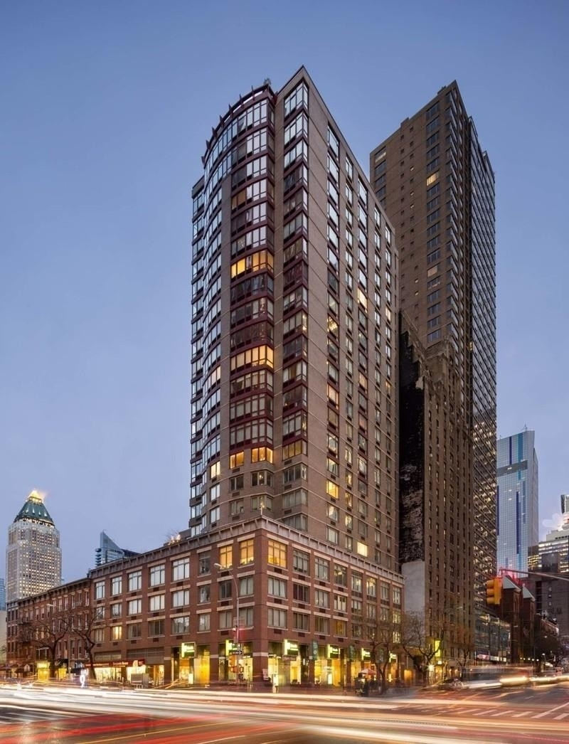 1. Rentals at 360 West 43rd St, N2K New York