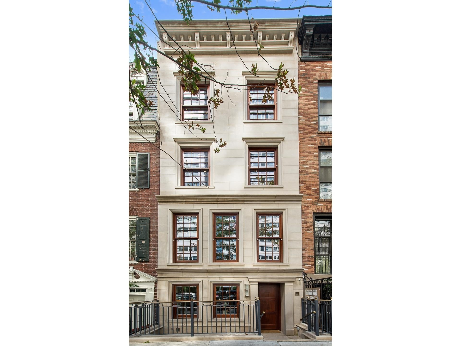 6. edificio en 238 East 68th St, Upper East Side, New York, NY