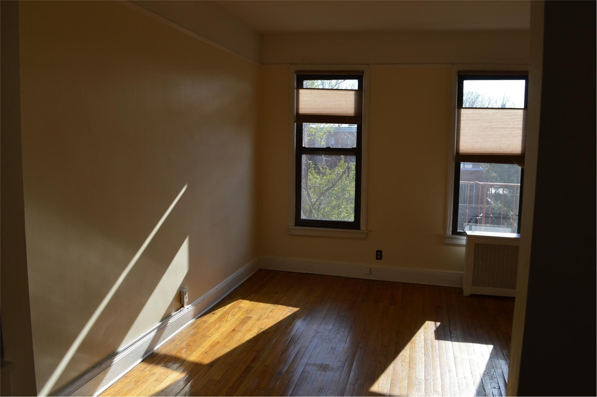 1. 建於685 Manhattan Avenue, Greenpoint, Brooklyn, NY