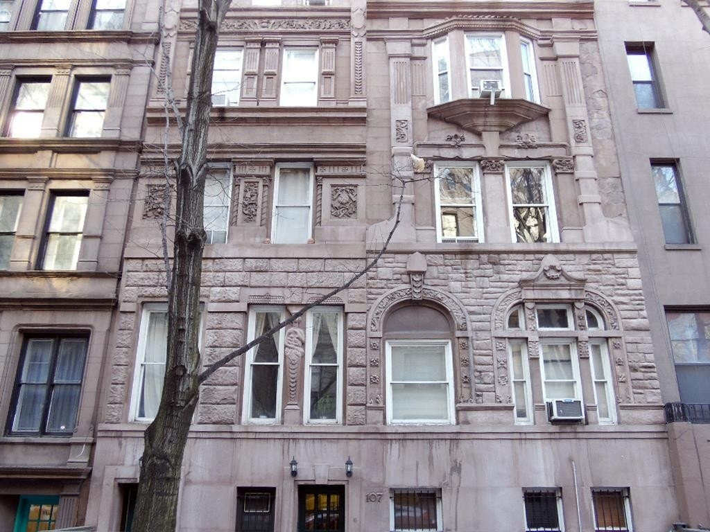 1. edificio en 107 West 69th St, Lincoln Square, New York, NY