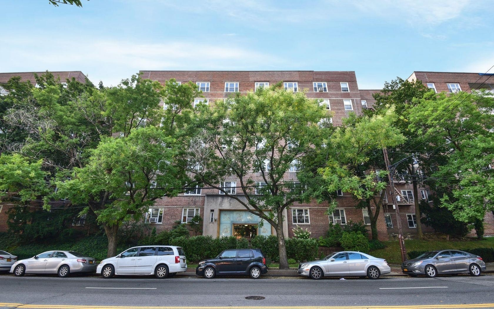 1. 建於5601 Riverdale Avenue, North Riverdale, Bronx, NY