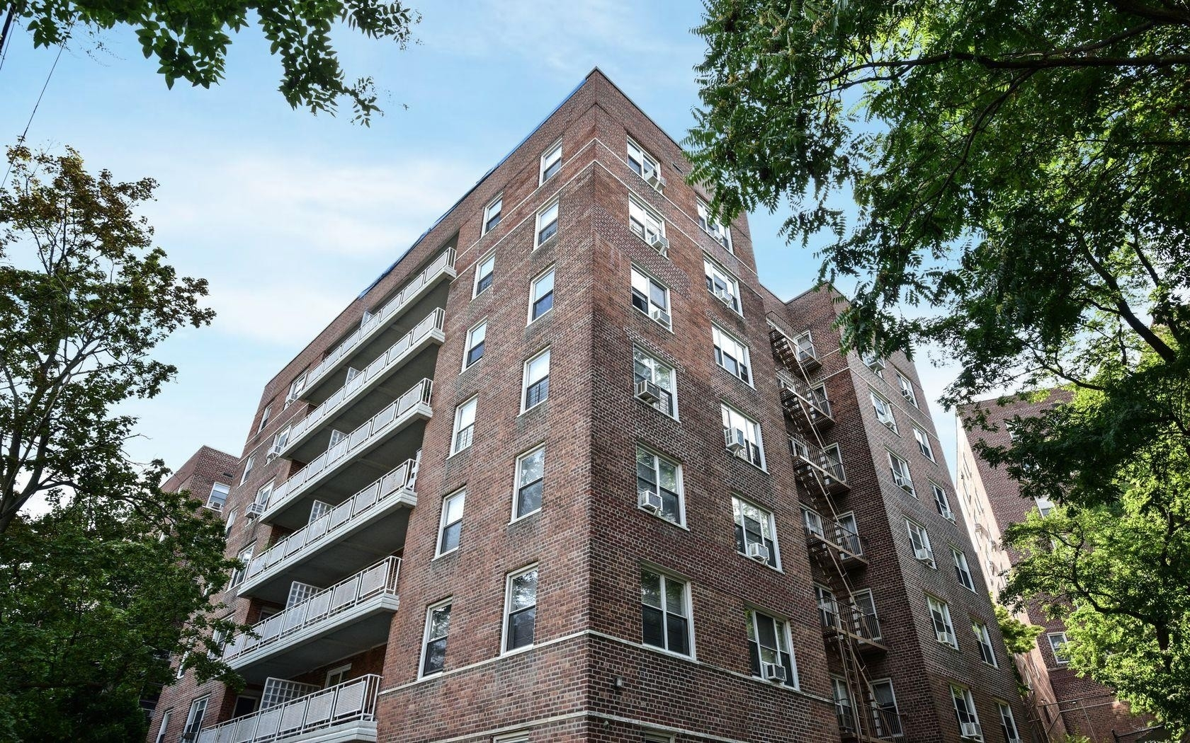4. 建於5601 Riverdale Avenue, North Riverdale, Bronx, NY