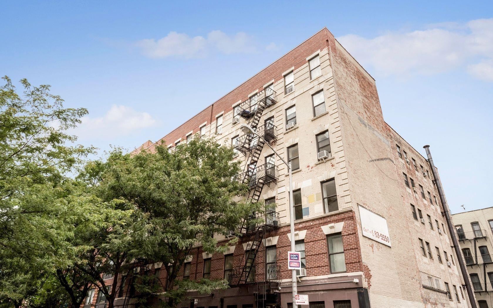 1. edificio en 319 East 105th St, East Harlem, New York, NY