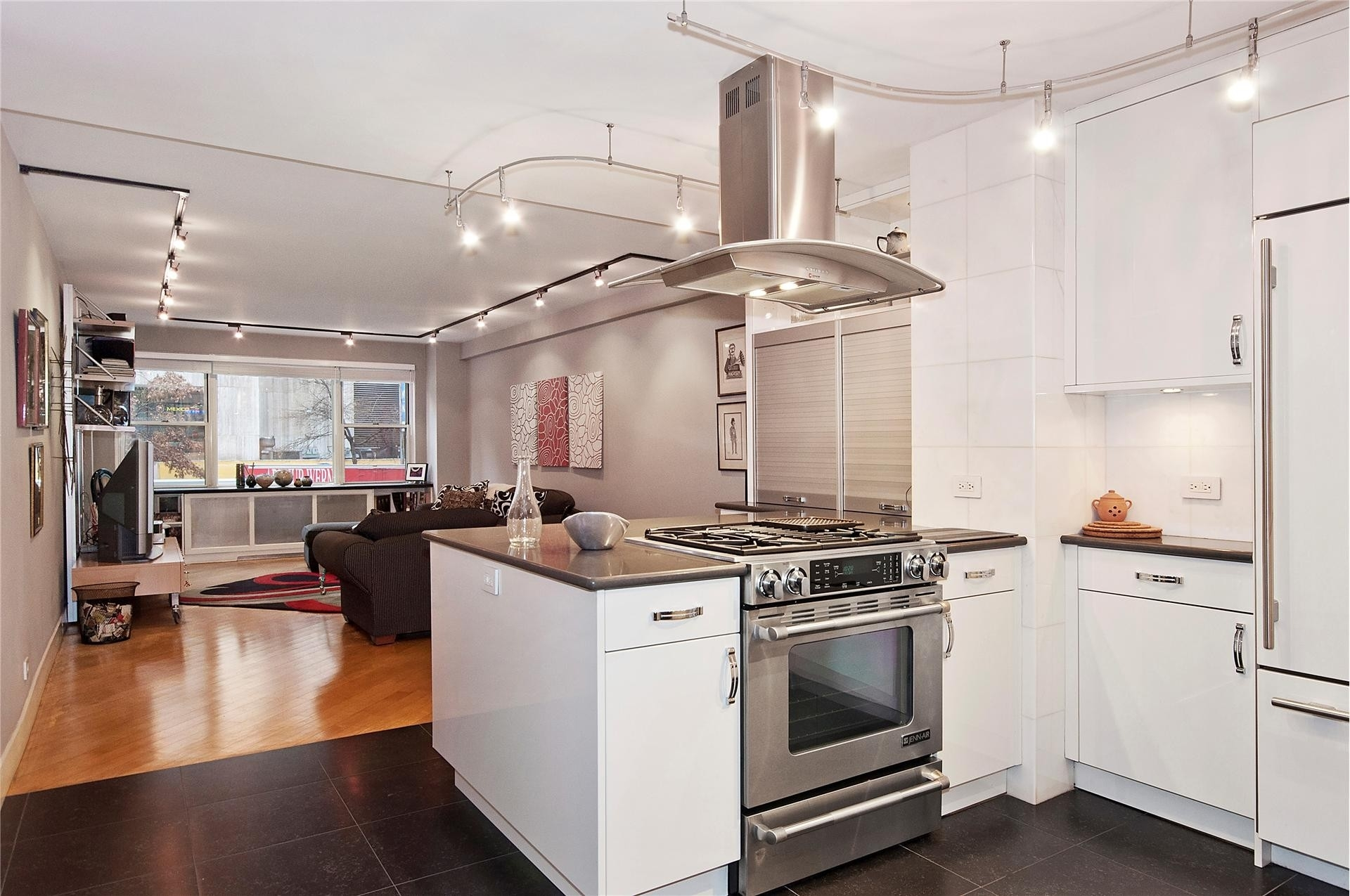 Property at 201 East 37th St, 2GH Murray Hill, New York