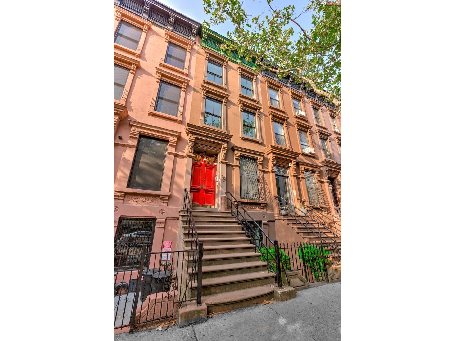 6. Multi Family Townhouse en 259 West 132nd St, 2 New York