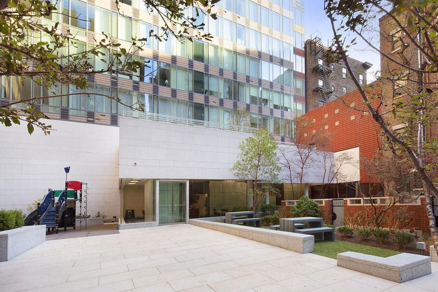 6. ARIEL WEST bâtiment à 245 West 99th St, Upper Manhattan, New York, NY
