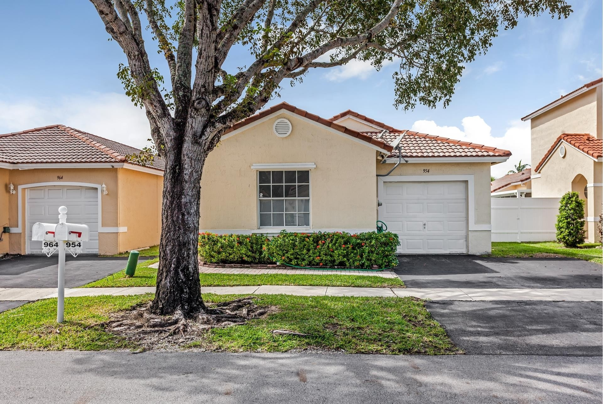 Single Family Home at Pembroke Pines