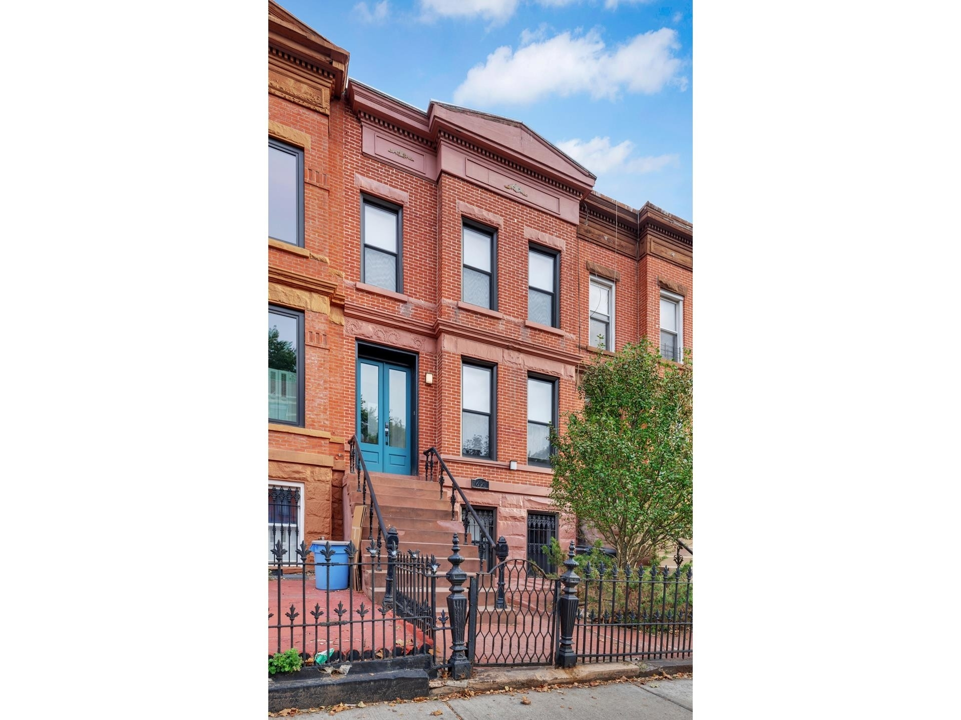 7. Multi Family Townhouse в 695 Sterling Pl, 1 Brooklyn