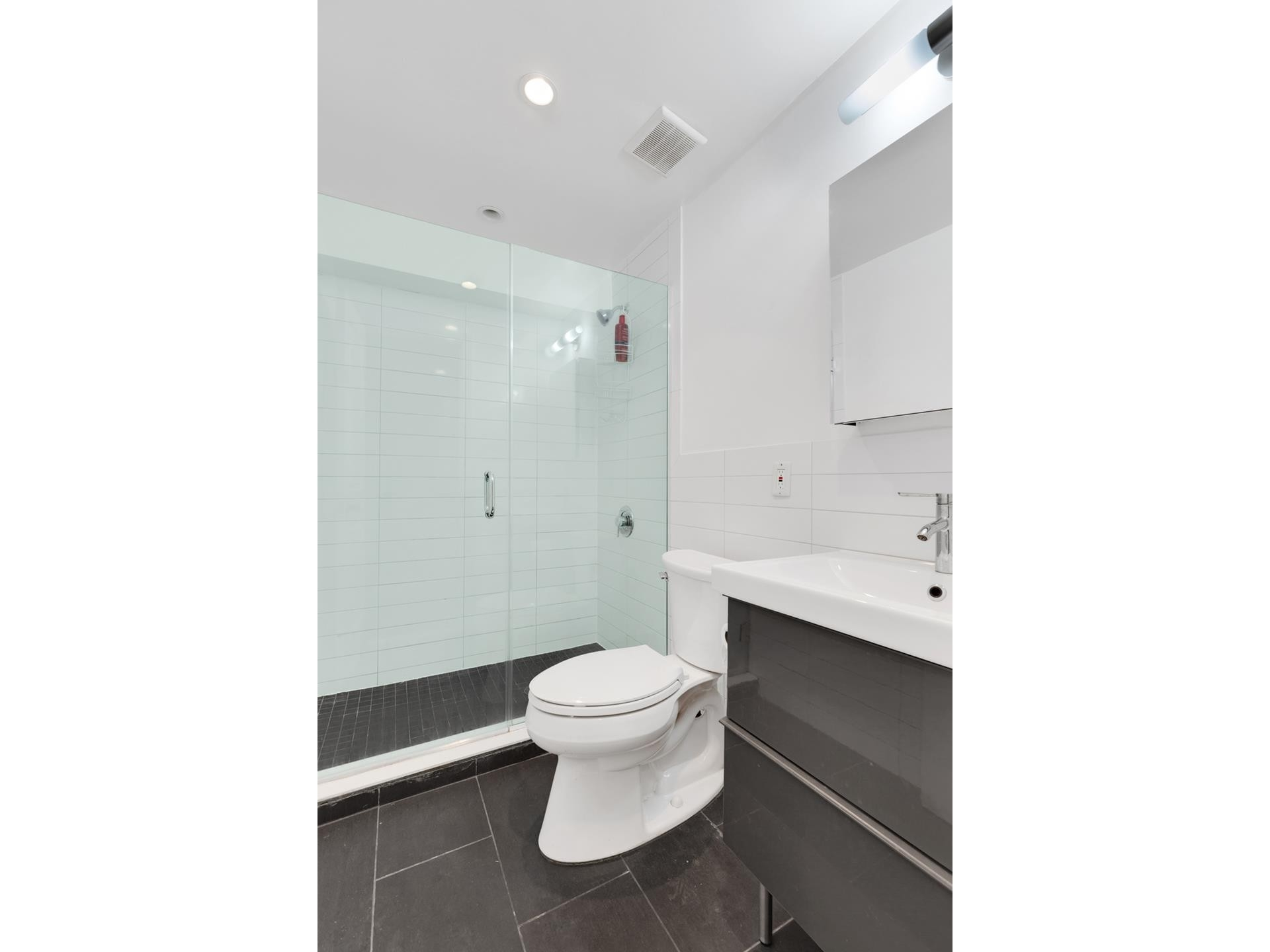 5. Multi Family Townhouse в 695 Sterling Pl, 1 Brooklyn