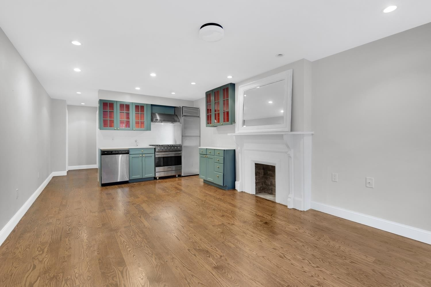 1. Multi Family Townhouse в 695 Sterling Pl, 1 Brooklyn