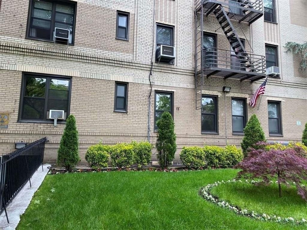 Property at 260 Ocean Parkway, 1K Kensington, Brooklyn, NY 11218